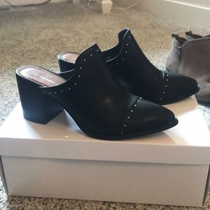 Report Shoes - Black leather mules